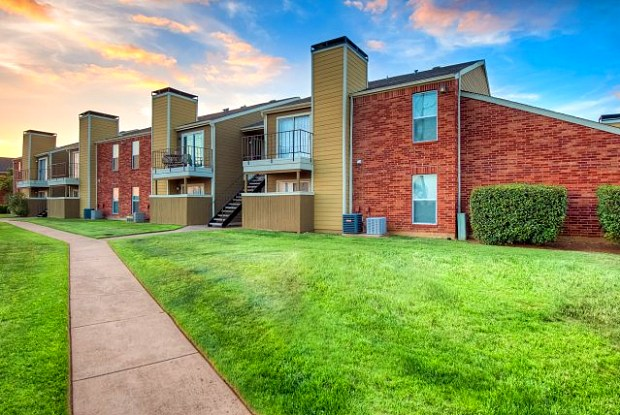 Huntington Circle Apartments - 409 W Round Grove Rd, Lewisville, TX 75067