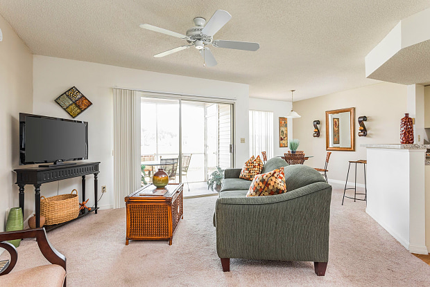 Sabal Key Apartments - 1600 Wellesley Cir, Naples, FL 34116