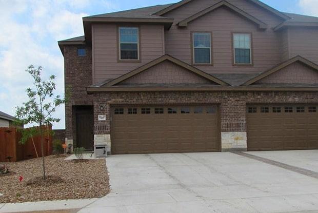 648 Creekside Circle - 648 Creekside Circle, New Braunfels, TX 78130