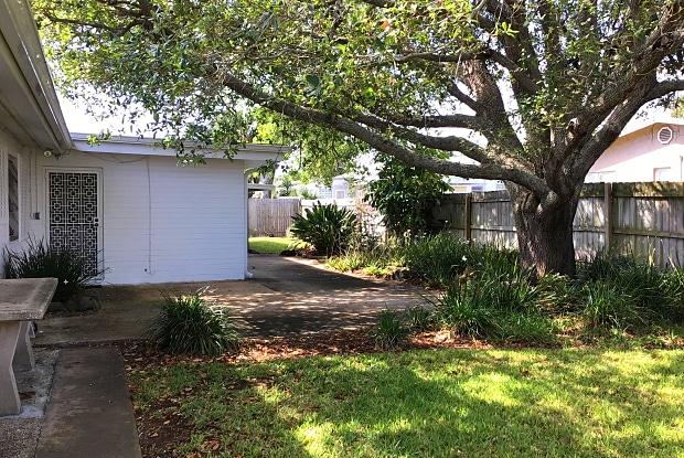 864 Peninsula Drive - 864 Peninsula Drive, Ormond Beach, FL 32176