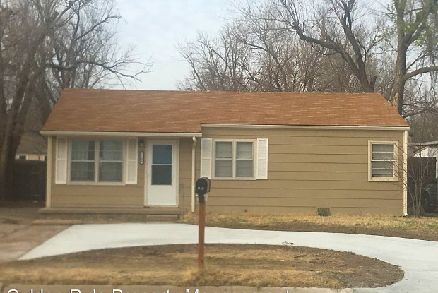 1104 E 11th - 1104 East 11th Avenue, Hutchinson, KS 67501
