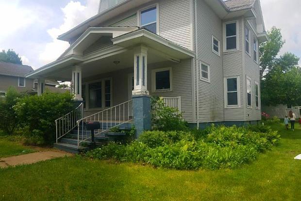 305 Broad St - 305 Broad Street, Reinbeck, IA 50669