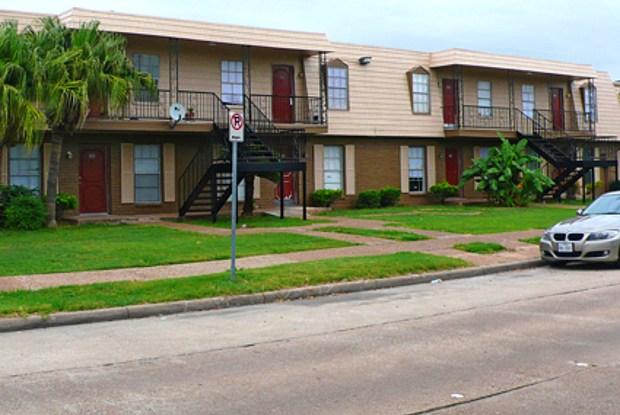 Crescent Oaks - 6718 De Moss Dr, Houston, TX 77074