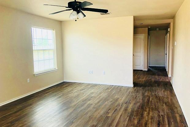 8916 Avenue T - 8916 Avenue T, Lubbock, TX 79423
