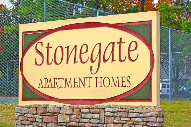 Stonegate - 4500 Stonegate Dr, Memphis, TN 38128