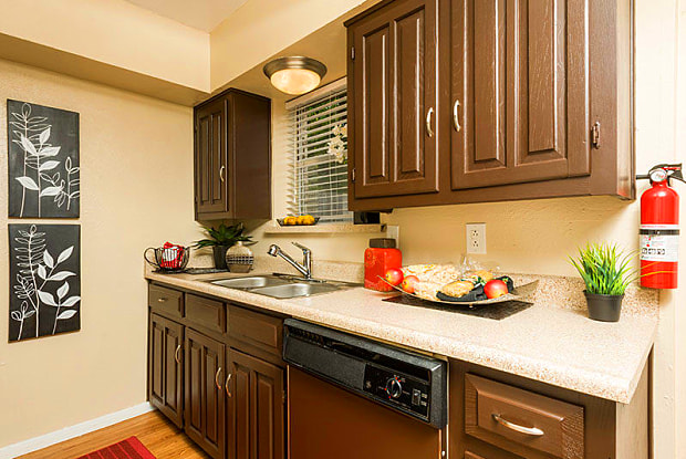 Las Casitas Apartments - 1369 N Hampton Rd, DeSoto, TX 75115