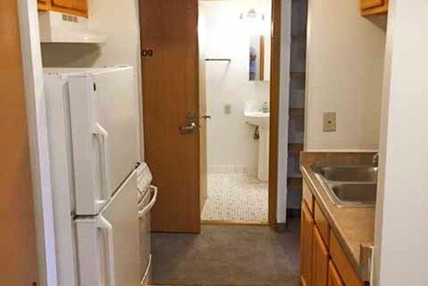 Boulevard Apartments - 2830 W Highland Blvd, Milwaukee, WI 53208