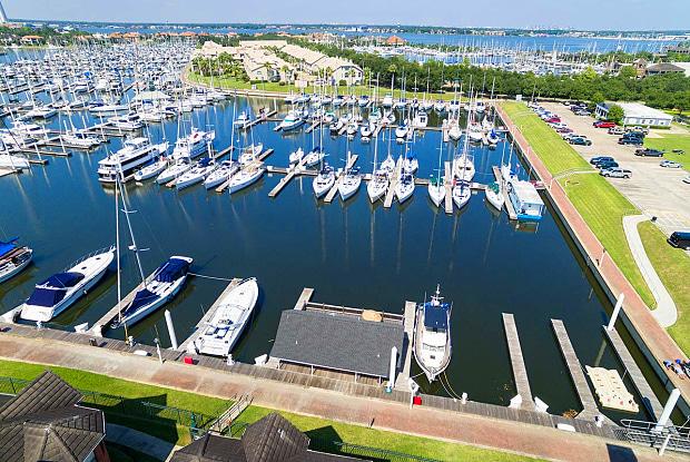 Park at Waterford - 1420 Marina Bay Dr, Kemah, TX 77565