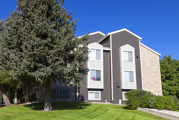 St. Moritz Apartments - 1724 Robb St, Lakewood, CO 80215