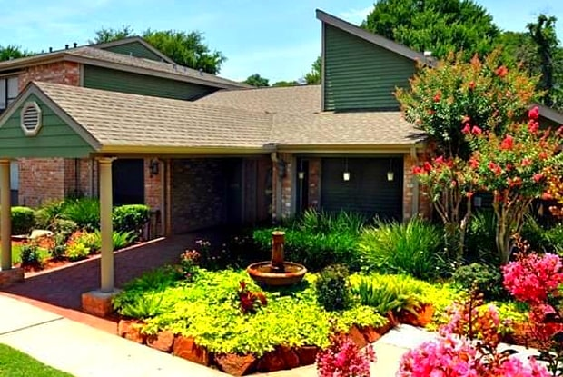Siena Courtyards - 13503 Northborough Dr, Houston, TX 77067