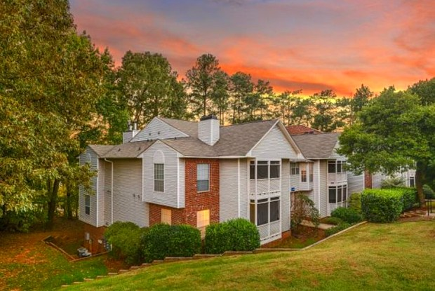 The Summit at Avent Ferry - 1025 Avent Hill, Raleigh, NC 27606