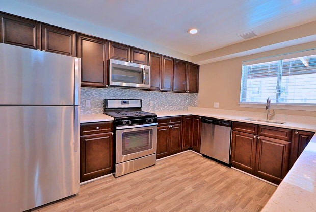 Lighthouse at Twin Lakes Apartments - 11932 Twinlakes Dr, Calverton, MD 20705
