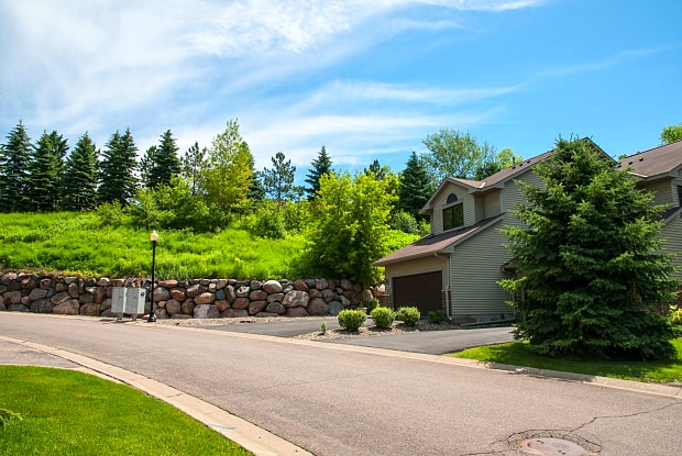 Oaks Lincoln Townhomes - 5200 Lincoln Dr, Edina, MN 55436