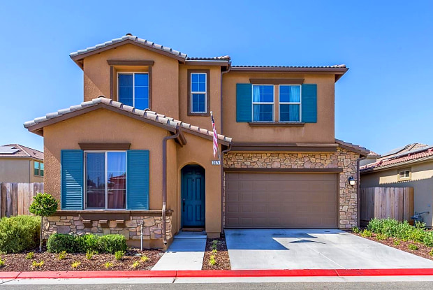 2074 E Axelson Dr - 2074 East Axelson Drive, Fresno, CA 93730