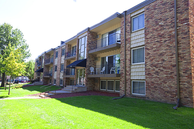 Wheelock Parkway Apartments - 1609 Woodbridge St, St. Paul, MN 55117