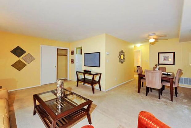 Towson Crossing - 34 Dowling Cir, Baltimore, MD 21234