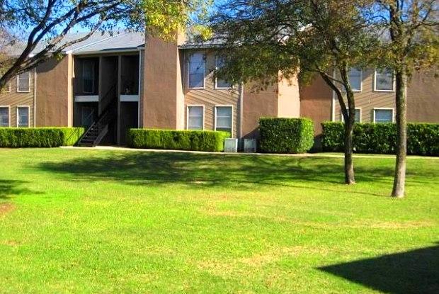 Parks At Walnut   10000 Walnut St, Dallas, TX 75243