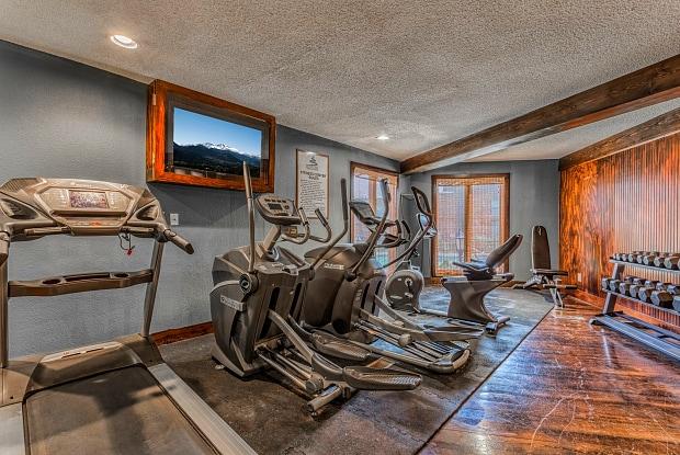 Treetop Lodge Apartments - 8951 Reeder St, Overland Park, KS 66214