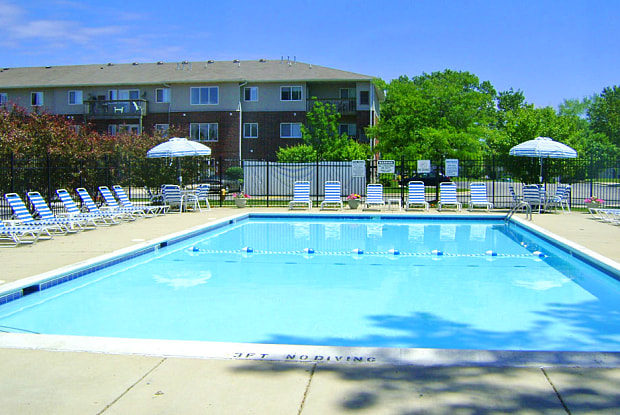Northgate Apartments - 2330 Samson Way, Waukegan, IL 60087