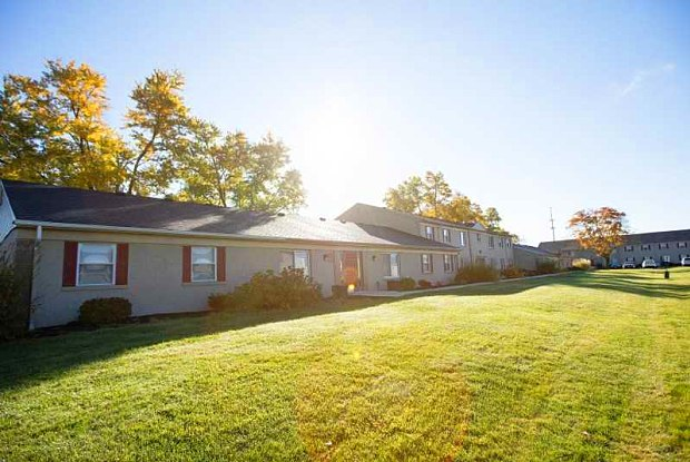 Holland Crossing - 2250 Perrysburg-Holland Road, Maumee, OH 43537