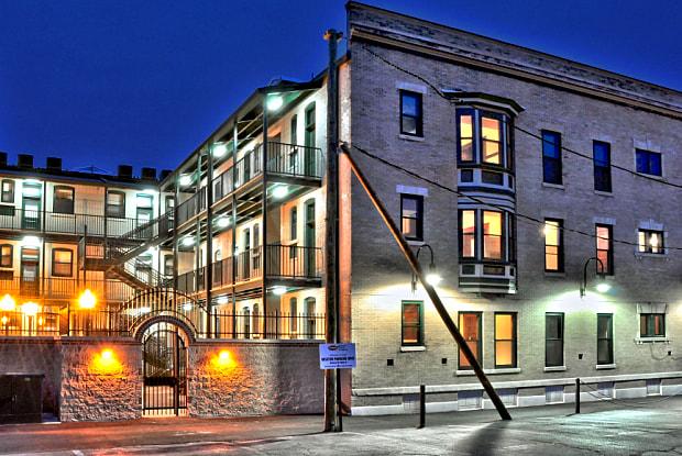 Centennial Place - 1609 E E Centennial Ave, Muncie, IN 47303