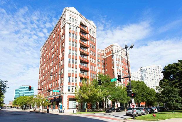 East Park Tower - 5242 S Hyde Park Blvd, Chicago, IL 60615