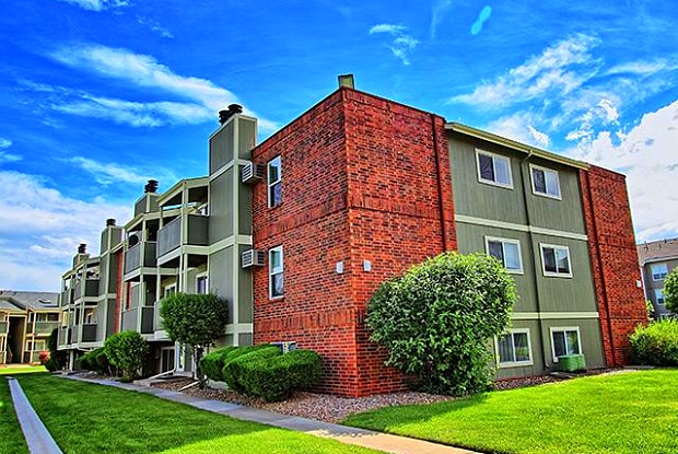 Stratford at Lowry - 425 S Galena Way, Denver, CO 80247