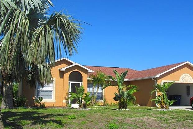 354 Pinehurst AVE - 354 Pinehurst Avenue, Lehigh Acres, FL 33974