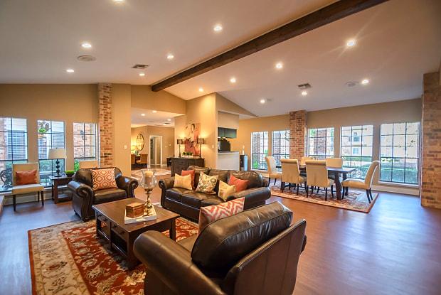 Bristol Apartments - 4055 Frankford Rd, Dallas, TX 75287