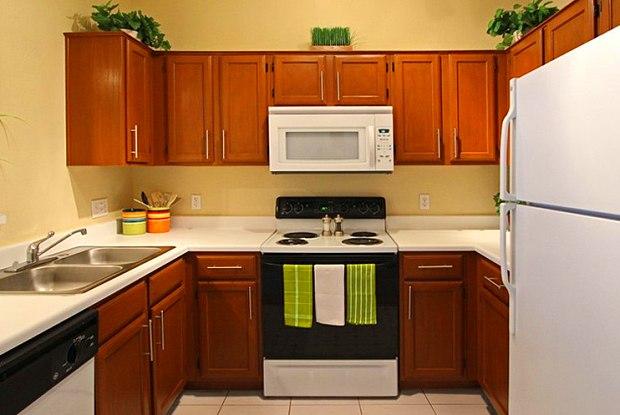 Lenox Village Apartments - 7201 Pioneers Blvd, Lincoln, NE 68516