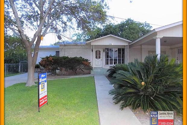 2102 Hillcrest Blvd - 2102 Hillcrest Boulevard, Eagle Pass, TX 78852
