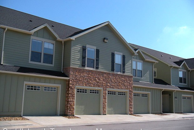 Saddlebrook Townhomes - 625 Folks Rd, Lawrence, KS 66049
