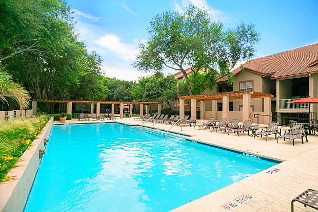 Villas of Oak Hill - 2501 Oak Hill Cir, Fort Worth, TX 76109