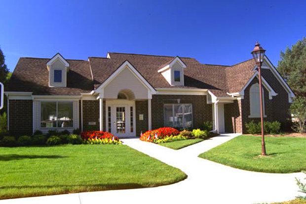 Deerfield Woods Apartments - 19559 Farmington Rd, Livonia, MI 48152