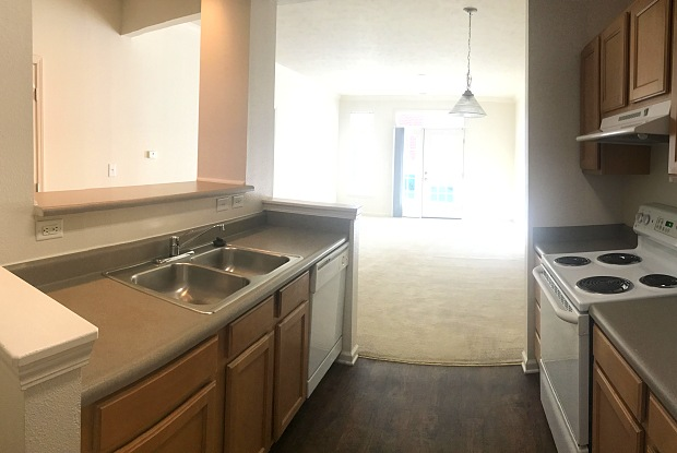 Lakeshore Apartment Homes - 727 Beachfront Dr, Evansville, IN 47715