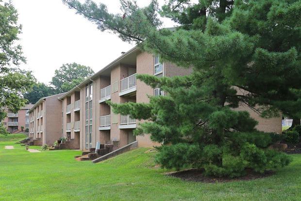 York Apartments - 2000 Maplewood Dr, York, PA 17403