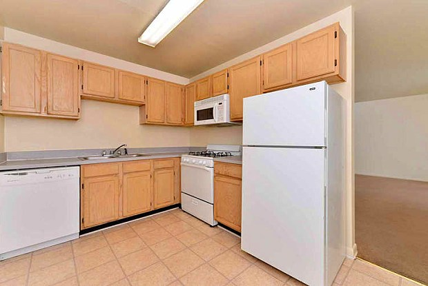Windham Hills Apartments - 439 Roundtop Ave, Petersburg, VA 23803