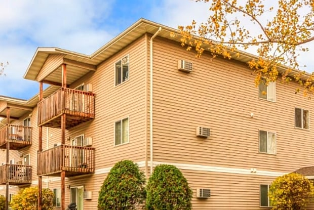 Westwood Place - 625 North 43rd Street, Grand Forks, ND 58203