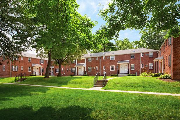 Hackensack Gardens - 100 Arcadia Rd Apt. A, Hackensack, NJ 07601