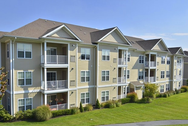 Woodmont Mews Apartments - 1345 Martin Ct, Bethlehem, PA 18018