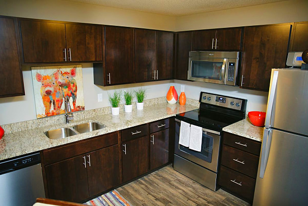 Valley Creek Apartments - 1707 Century Cir, Woodbury, MN 55125