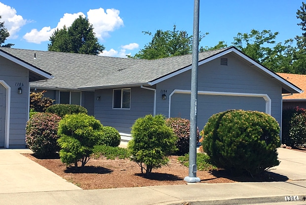 1384 Kokanee Ln - 1384 Kokanee Lane, Grants Pass, OR 97527