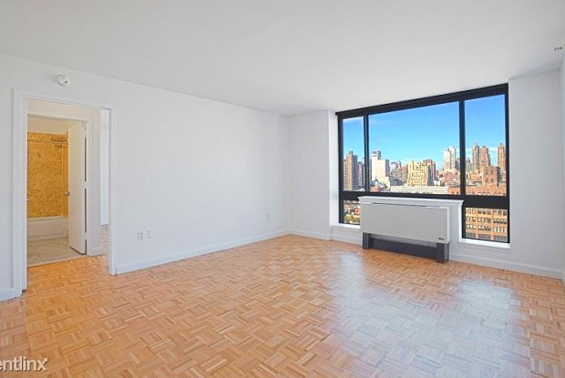 362 W 43rd St - 362 West 43rd Street, New York, NY 10110