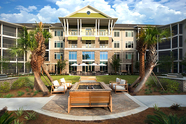 Waterwalk at Shelter Cove - 47 Shelter Cove Lane, Hilton Head Island, SC 29928