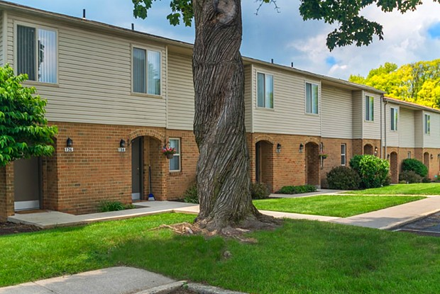 Colonial Crest - 102 N 10th St, Emmaus, PA 18049