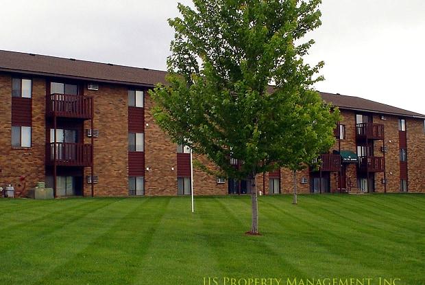 Lone Oak Apartments - 102 14th St NE, Buffalo, MN 55313