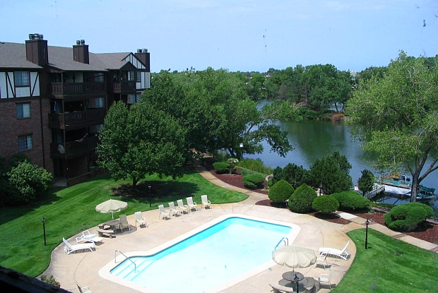 Twin Lakes Apartments - 1915 N Porter Ave, Wichita, KS 67203