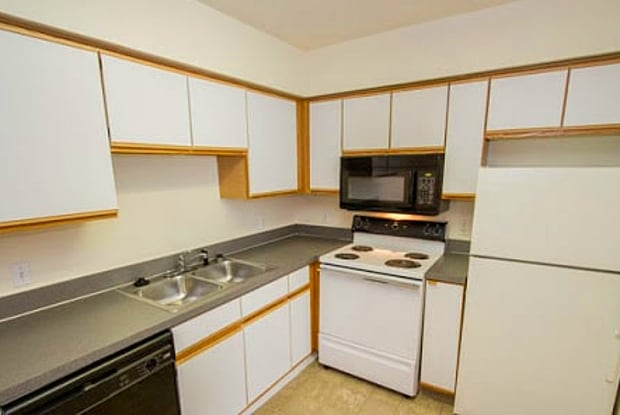August Place - 2310 W 26th St, Lawrence, KS 66047