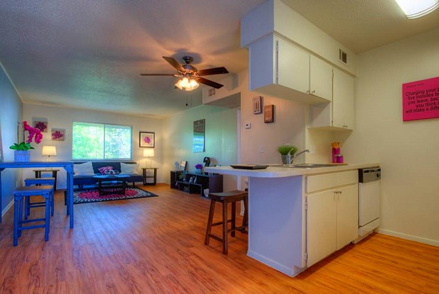 El Campo Apartments - 305 W 39th St, Austin, TX 78751