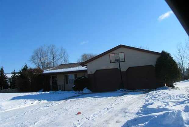 2102 Old Valley Ct SE - 2102 Old Valley Court Southeast, Kentwood, MI 49508